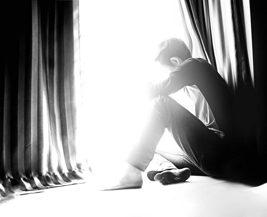 喜欢个体的寂寞,而不喜欢狂欢