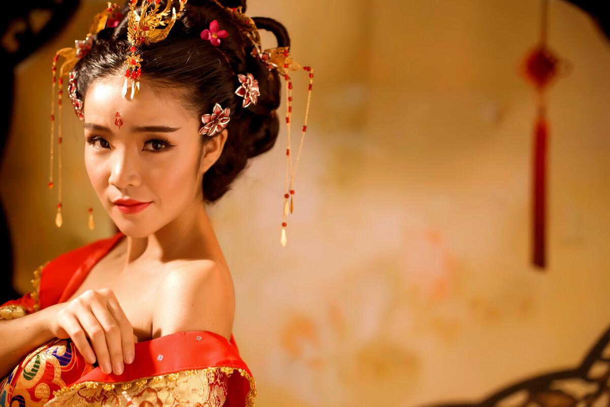 金戈铁马-古装,复古,飞艇,人像、,郑州-恰小a古装红色分析胆选定位图片