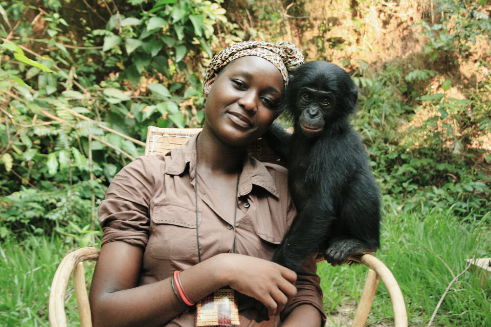 Les Mamas-18 Mama Esperance & Kanga@Lola<br /> Esperance只有二十一二,却在Lola干了五六年了。在女性地位严重低下的刚果,Lola的mama实在是一份对女性很好的工作。