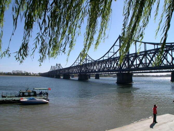 丹东鸭绿江大桥图片