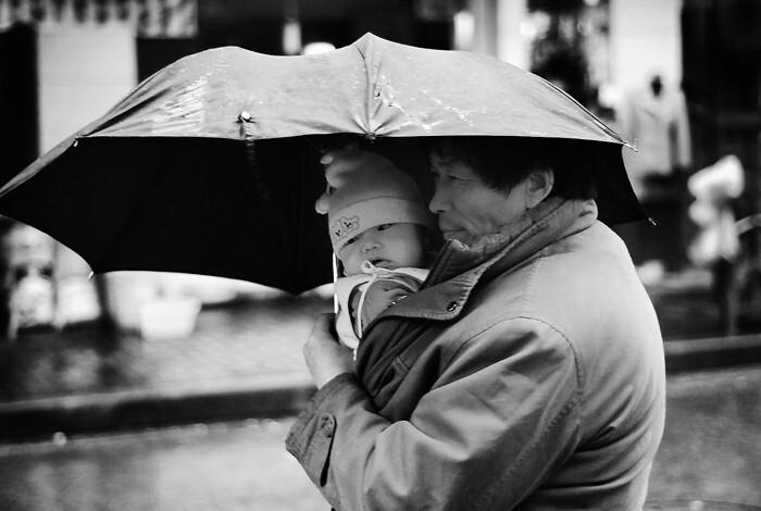 伞下的父子 - 莫安琦(前达也) - 《影像视觉》爱
