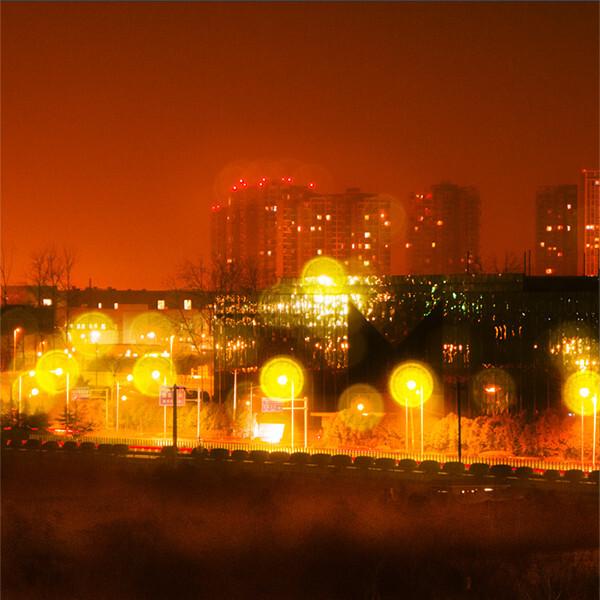 幽静的夜。喧闹的街 - brocade