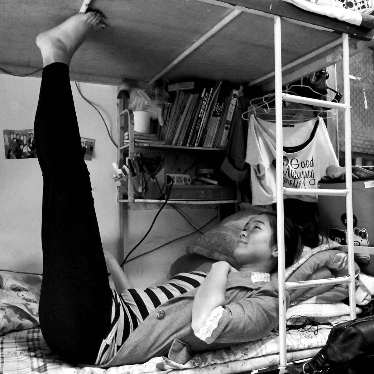 女大学生的宿舍生活其实挺丰富的