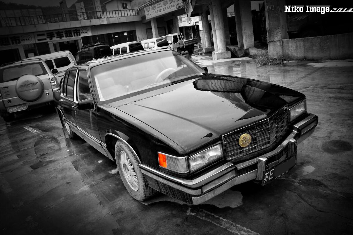 大排量的前驱美国轿车cadillac高清图片