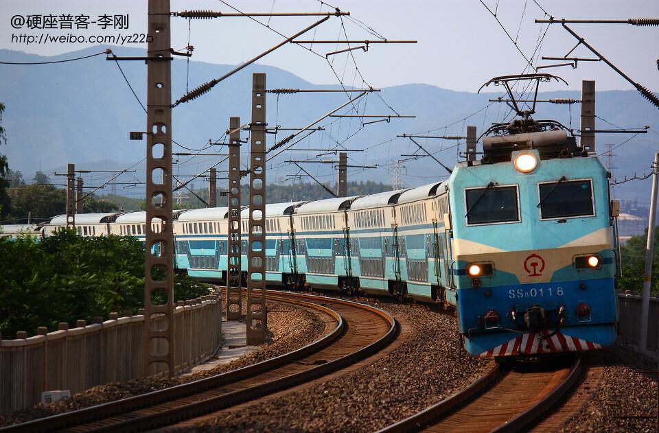 韶山8型电力机车牵引的石秦特慢-T5681,石复印机图纸缩印图片