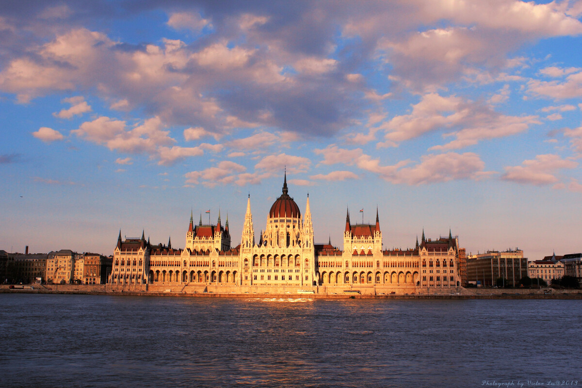 目前匈牙利最大的建筑物,也是欧洲第二大议会建筑,新哥特式建筑,697个图片