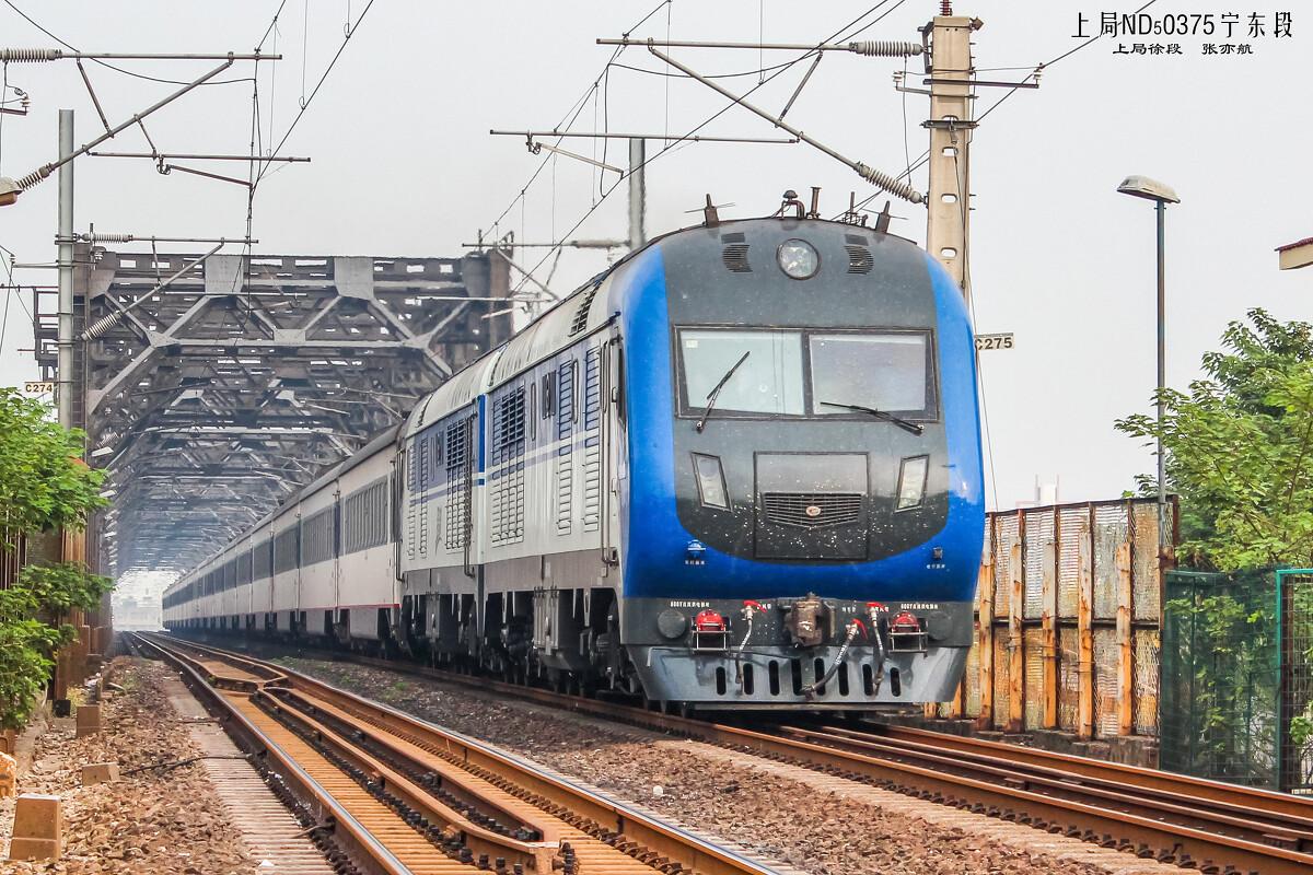 电气化铁路上的京局京段DF11G型内燃机车牵引的Z29次列车 -ND5