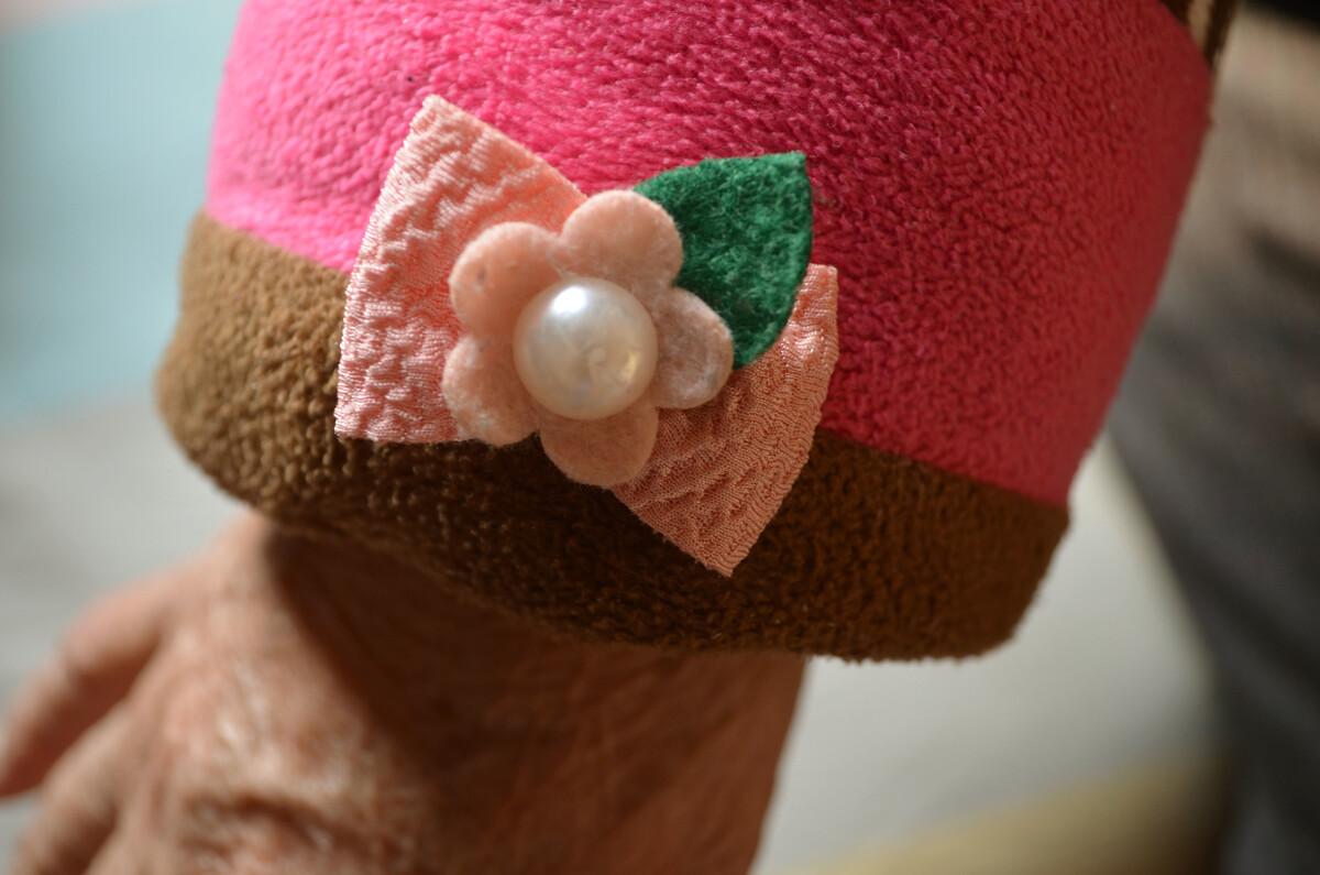 可爱的/奶奶袖口上可爱的蝴蝶结~很符合她乐观可爱的心态