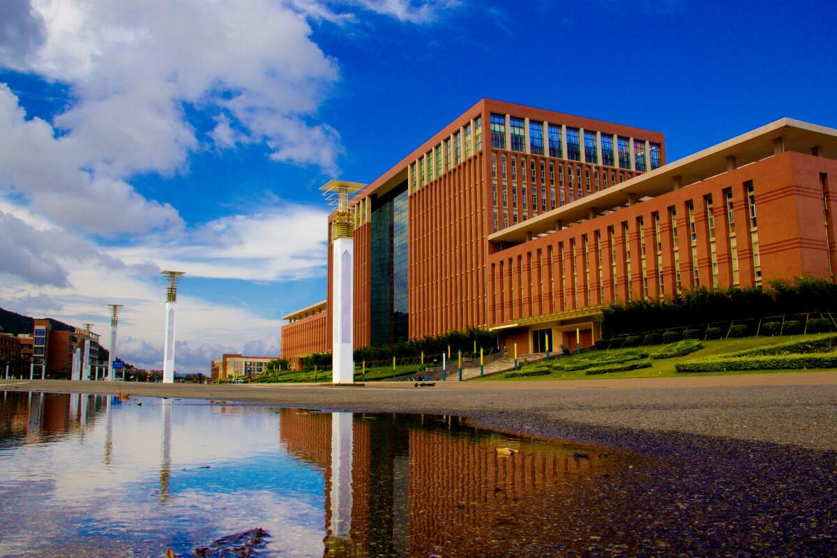 亚洲单体最大的图书馆,吉林大学珠海学院 - 风