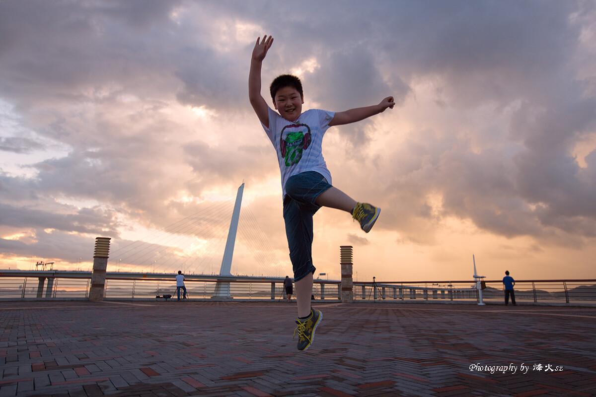 深圳/可爱的小胖子主动要求看日出,小小的人儿竟然能够5点起床。迎着...