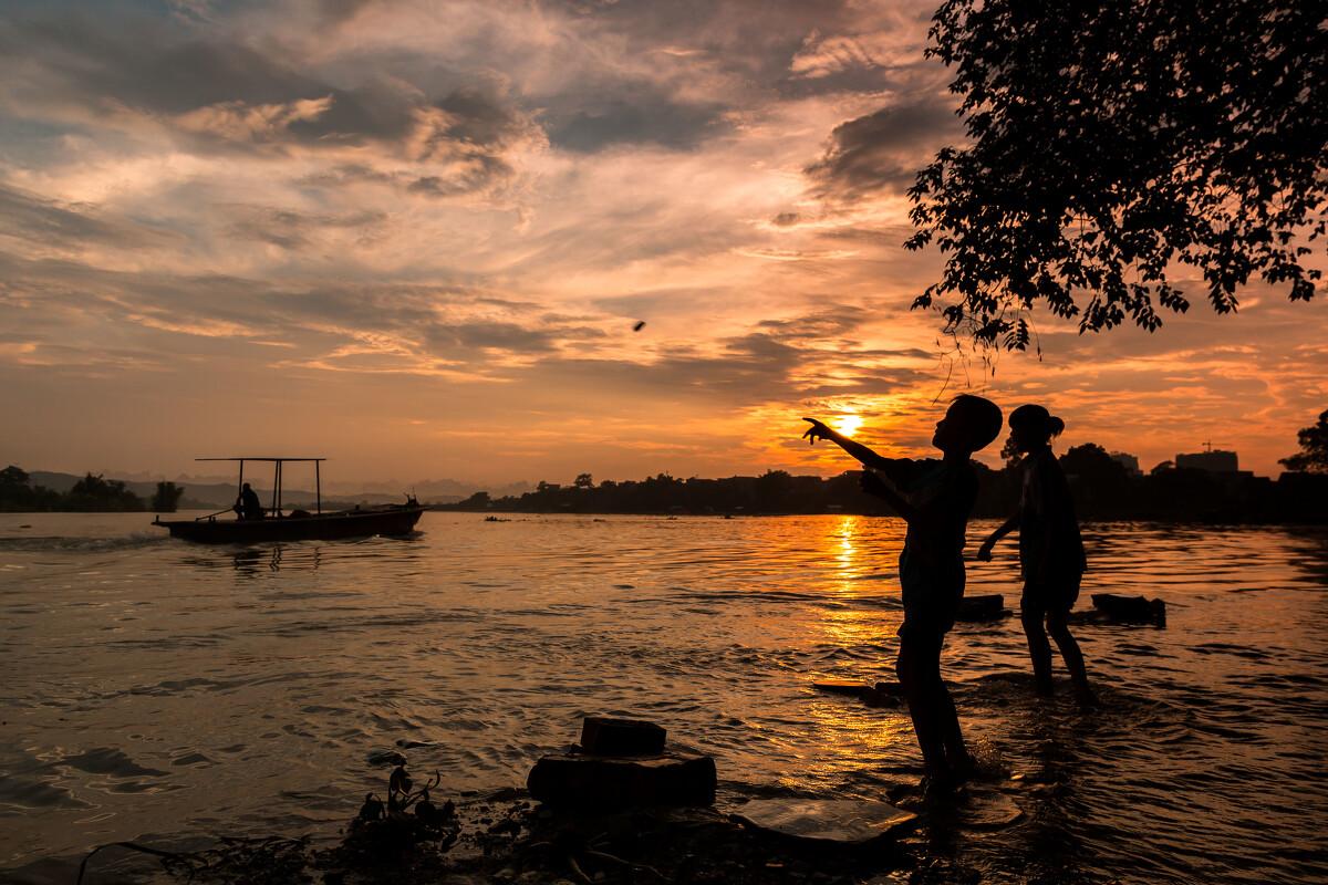 一个军人在夕阳下图片_夕阳下一个人背影图片相关图片展示_夕阳下一个人背影图片图片 ...