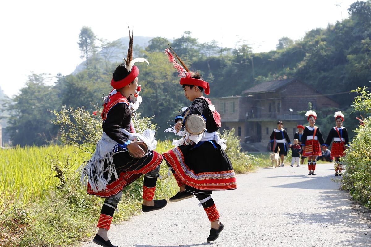 我国著名的民族音乐《瑶族舞曲》的节奏韵味就起源于