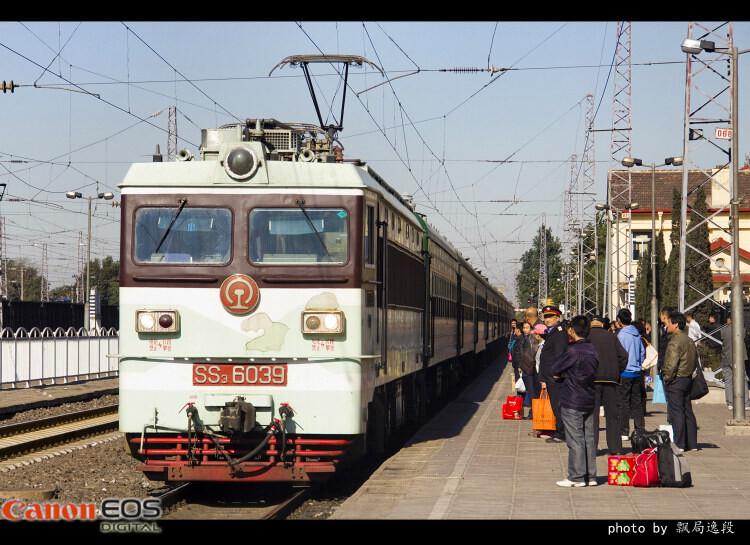 客车4415次抵达沙城车站