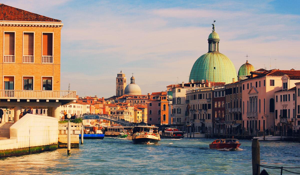 开门见钢琴谱_开门见水的威尼斯