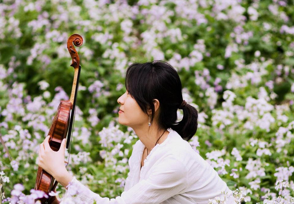 她与小提琴 侧面 人像 女生 花
