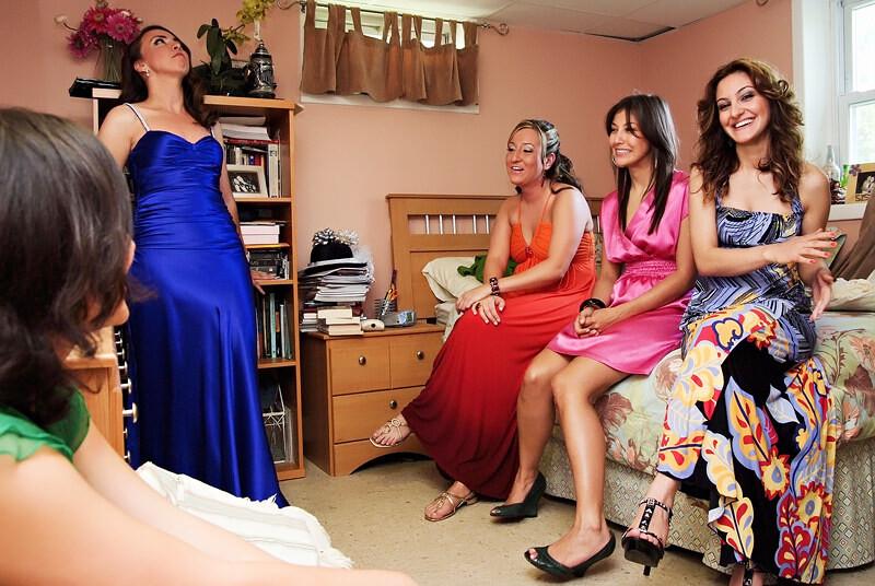 高加索人的婚礼 美女们躲在地下室